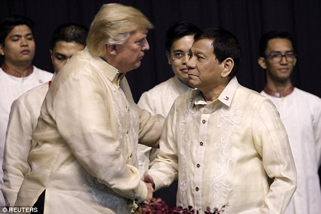 Tổng thống Philippines đón tiếp thân mật, hát cho Tổng thống Trump nghe - Ảnh 1.