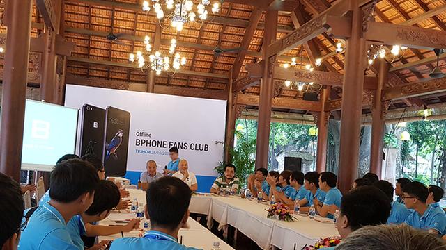 Chê Samsung làm phần mềm kém, CEO Nguyễn Tử Quảng lại nói Apple làm phần cứng còn tệ hơn, iPhone 8 kém Bphone 2017 - Ảnh 1.