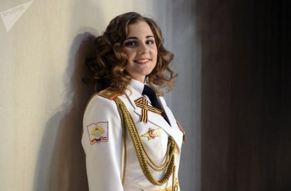 Dàn gái xinh các trường quân sự Nga đua nhau thi sắc đẹp - Ảnh 1.