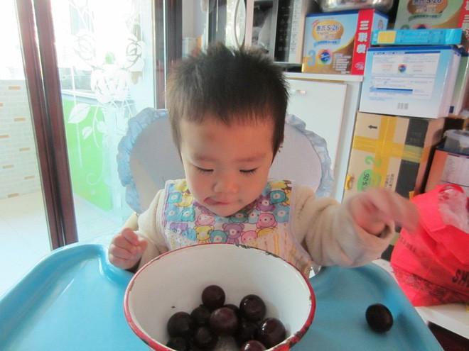 Mách tội bé con 3 tuổi chỉ ăn đồ sang xịn, mặc quần áo hàng hiệu, mẹ trẻ bị nhận đủ gạch đá - Ảnh 2.
