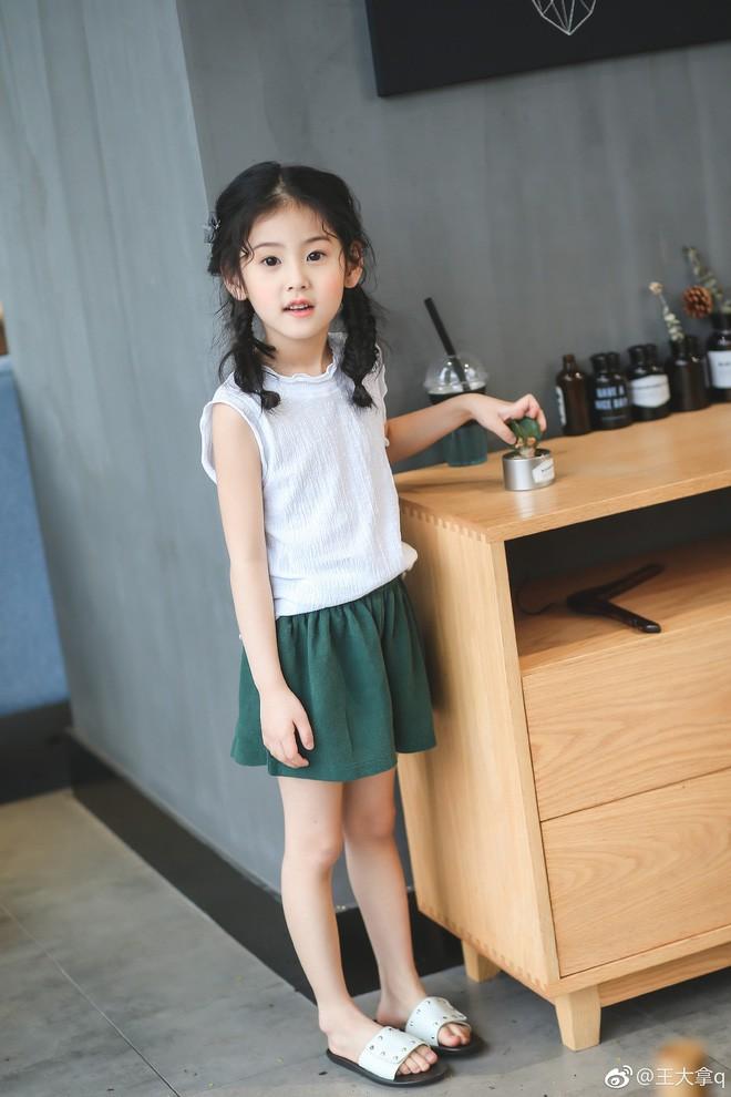 Tiểu tiên nữ có vẻ đẹp giống hệt Trương Bá Chi được dự đoán sẽ trở thành hot girl tương lai - Ảnh 1.