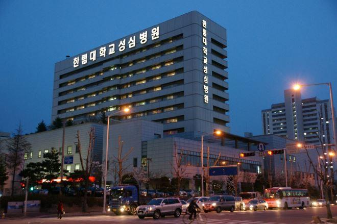 Bệnh viện Hàn Quốc buộc y tá nhảy khiêu dâm sao cho trông thật khêu gợi quyến rũ - Ảnh 1.