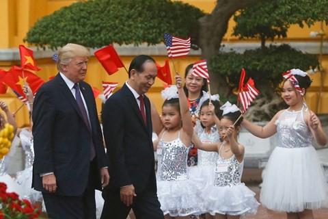 Forbes: Việt Nam là nước thành công nhất khi đón Tổng thống Donald Trump - Ảnh 1.