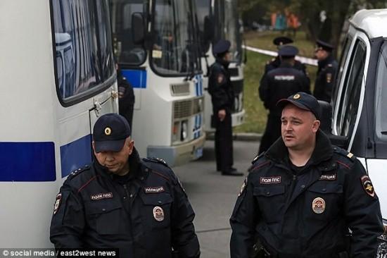 Nước Nga rúng động bởi vụ bắt cóc, cưỡng hiếp bé gái 12 tuổi trên đường đi học về - Ảnh 1.