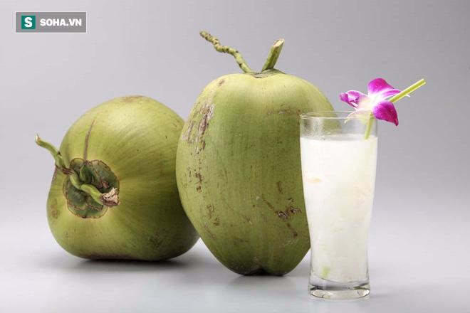 Thay vì nước cam, mỗi ngày uống 1 cốc nước dừa: Hiệu quả bất ngờ với người muốn giảm cân - Ảnh 1.