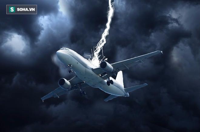 Máy bay Boeing 777 vừa cất cánh bất ngờ bị sét đánh gây sốc ở Hà Lan - Ảnh 3.