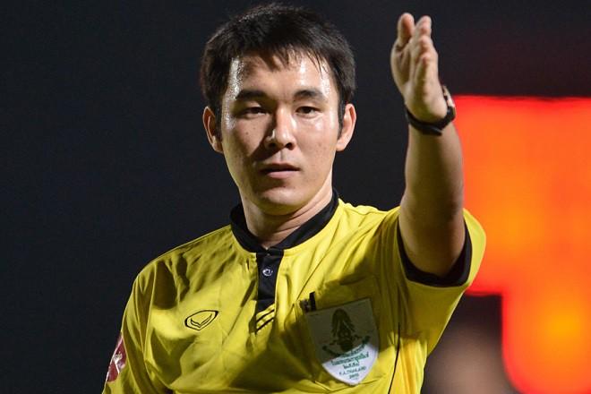Trọng tài trận Hà Nội – Quảng Nam bị bắt vì liên quan đến dàn xếp tỷ số - Ảnh 1.