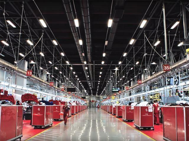 Ferrari truyền đam mê cho cả robot lắp ráp - Ảnh 1.