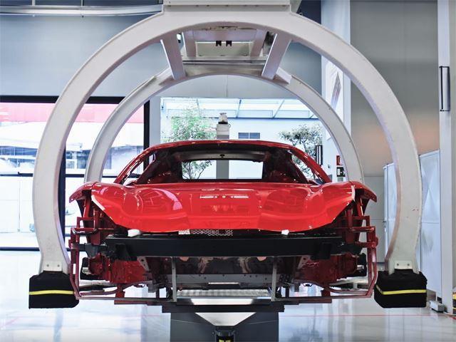 Ferrari truyền đam mê cho cả robot lắp ráp - Ảnh 2.