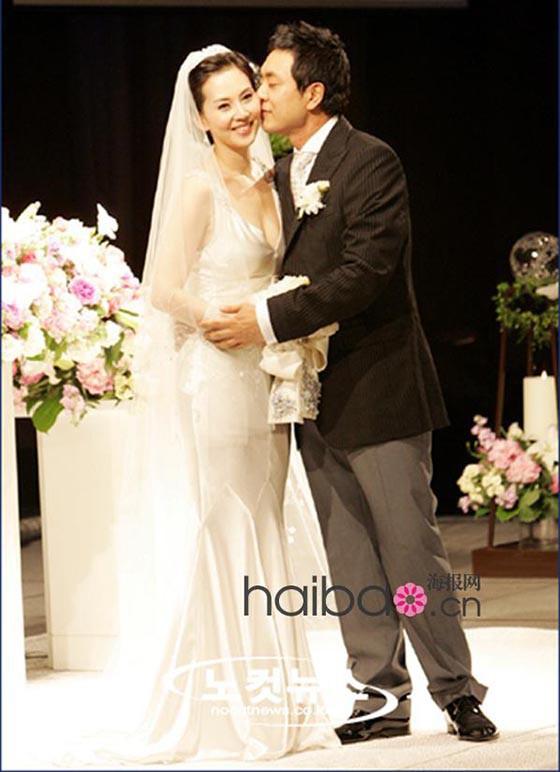 Chuyện tình 12 năm của nữ hoàng quảng cáo Kim Nam Joo và quý ông từng qua một đời vợ Kim Seung Woo - Ảnh 1.