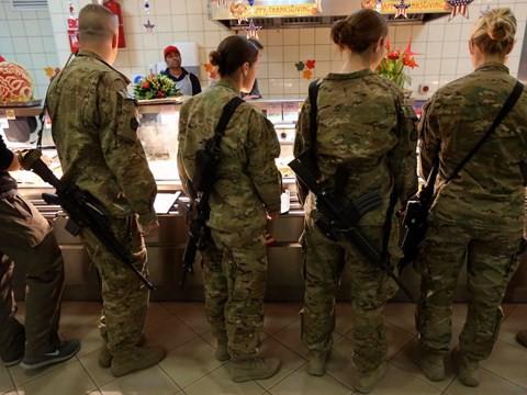 Lính Mỹ làm lễ Tạ Ơn ở vùng chiến như thế nào? - Ảnh 5.