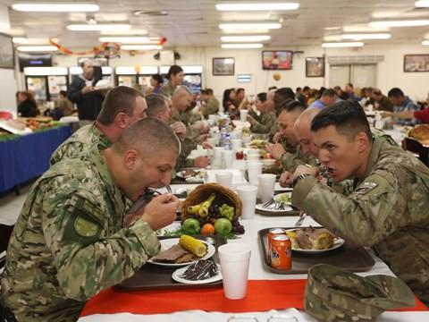 Lính Mỹ làm lễ Tạ Ơn ở vùng chiến như thế nào? - Ảnh 9.