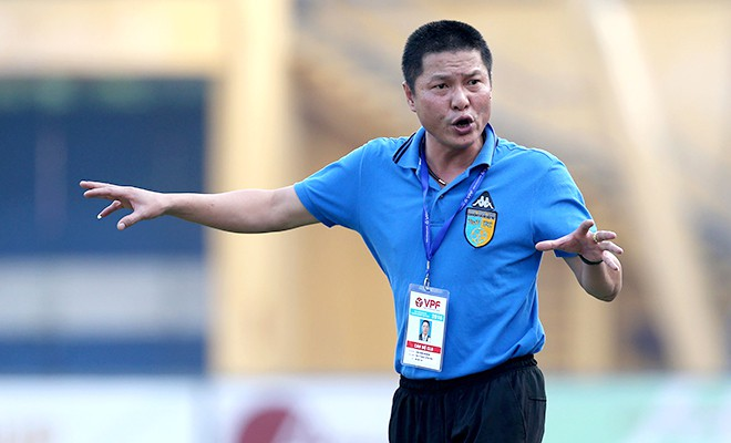 HLV Hà Nội FC từ chối bình luận án phạt treo giò 2 trận của Văn Quyết - Ảnh 2.