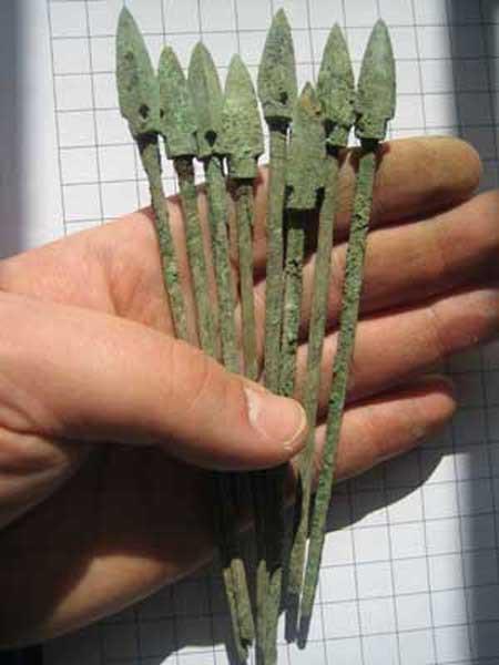 Bí ẩn về vũ khí của đội quân đất nung trong lăng mộ Tần Thủy Hoàng đã được giải mã! - Ảnh 4.