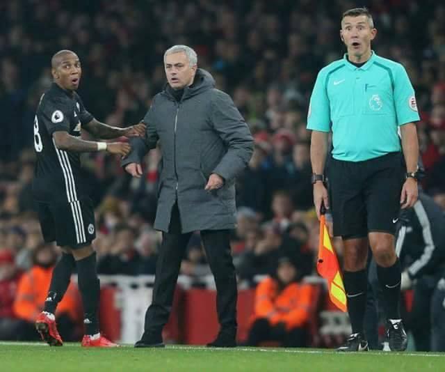 Pogba bị đuổi, lỡ derby Manchester: Khi cả trợ lý trọng tài cũng sốc! - Ảnh 2.