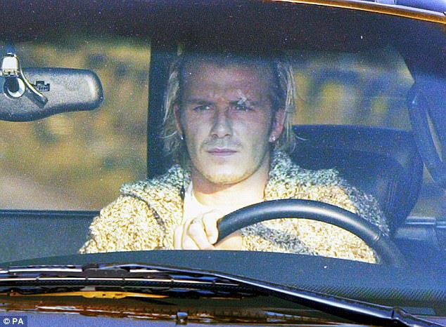 Beckham: Lúc bị đá giày vào mặt, tôi mới biết Sir Alex sút chính xác thế nào - Ảnh 2.