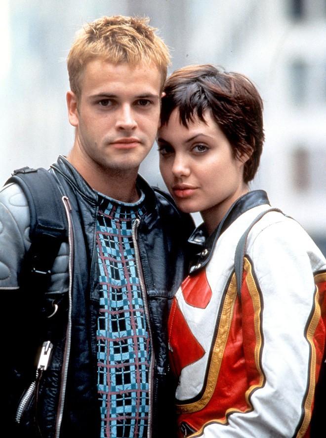 Sau 1 năm đường ai nấy đi, Angelina Jolie lần đầu tiết lộ nguyên nhân chia tay Brad Pitt - Ảnh 1.