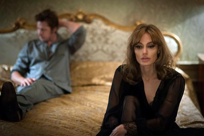 Sau 1 năm đường ai nấy đi, Angelina Jolie lần đầu tiết lộ nguyên nhân chia tay Brad Pitt - Ảnh 2.