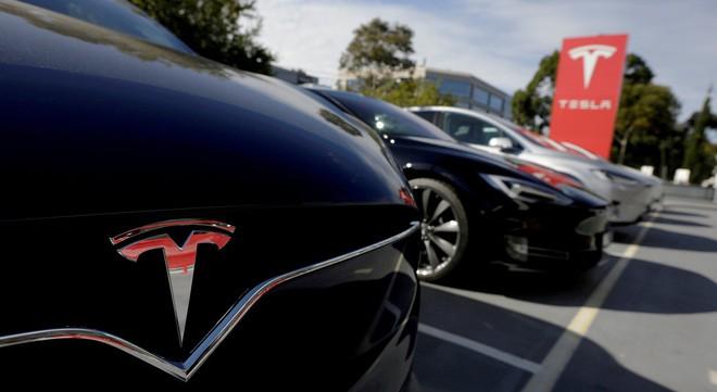 Mercedes-Benz bí mật thuê một chiếc Tesla Model X để mổ xẻ và nghiên cứu, nhưng lại bị phát hiện vì lắp ráp cẩu thả trước khi trả lại - Ảnh 1.