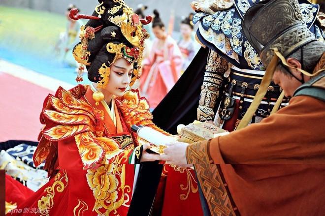 Giữa hàng ngàn mỹ nữ trong tam cung lục viện, Hoàng đế chọn người để ân ái bằng cách nào? - Ảnh 1.