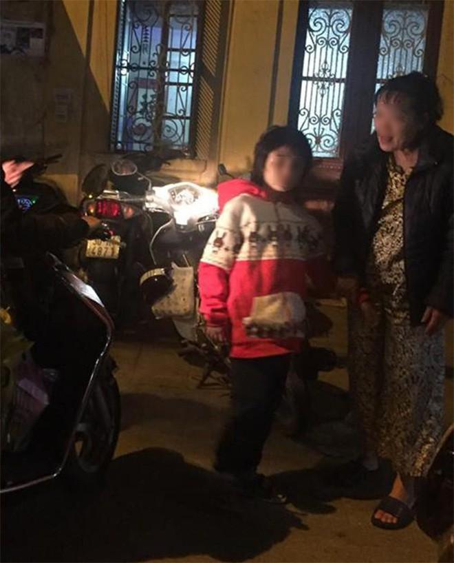 Hành trình chạy trốn khỏi ngục tù của bé trai 10 tuổi nghi bị bố và mẹ kế bạo hành ở Hà Nội - Ảnh 2.