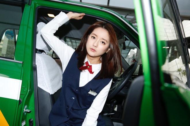 Xao xuyến trước nhan sắc của bóng hồng lái taxi xinh đẹp nhất Nhật Bản - Ảnh 1.