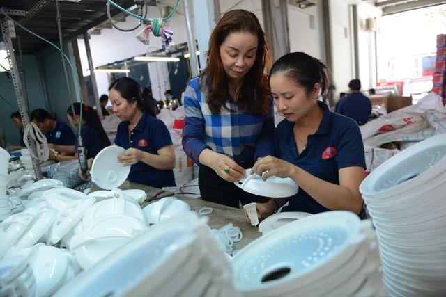 Nữ doanh nhân Việt gần 20 năm sản xuất nồi cơm điện, nội địa hóa 80%, các gia đình khắp miền Tây không ai không dùng - Ảnh 2.