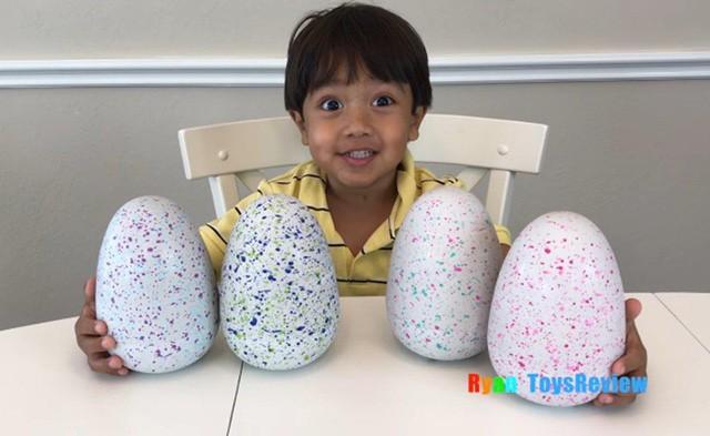 Cậu bé 6 tuổi thu nhập 11 triệu USD hàng năm nhờ kênh Youtube có lượt xem cao ngất ngưởng - Ảnh 1.