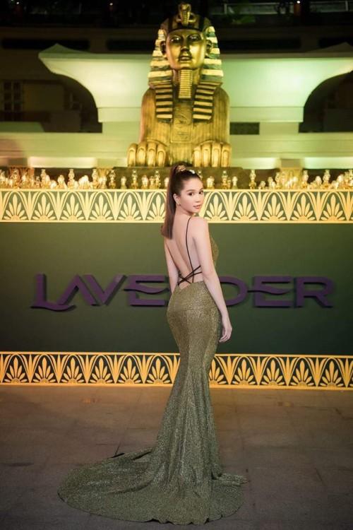 Vuột danh hiệu Vòng eo 56, Ngọc Trinh vẫn là mỹ nữ khoe lưng gợi cảm nhất Vbiz - Ảnh 1.