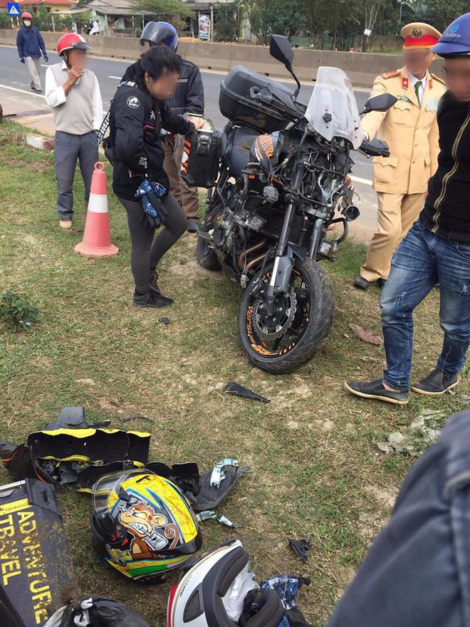 Phượt thủ SG ra HN mua motor, đang chạy xuyên Việt về thì đâm phải con bò khiến xe nát bét - Ảnh 2.