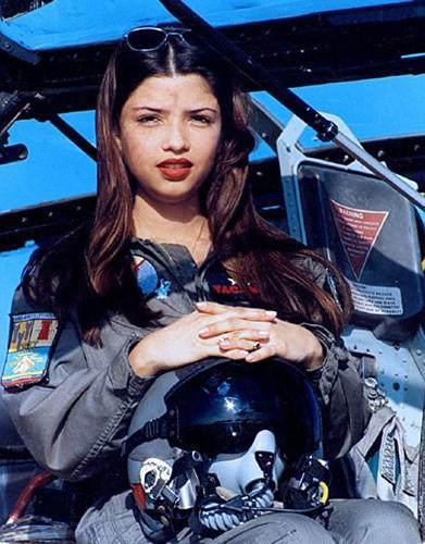 Hình ảnh những bóng hồng hiếm hoi lái máy bay chiến đấu - Ảnh 7.