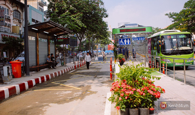 """Cận cảnh trạm xe buýt 8,5 tỷ đồng, """"sang chảnh"""" nhất trung tâm Sài Gòn và có nhà vệ sinh thông minh - Ảnh 1."""
