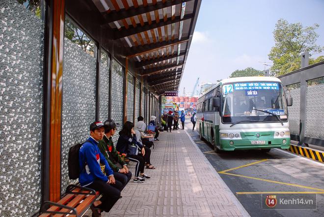 """Cận cảnh trạm xe buýt 8,5 tỷ đồng, """"sang chảnh"""" nhất trung tâm Sài Gòn và có nhà vệ sinh thông minh - Ảnh 2."""