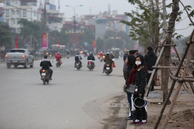 Bến xe thưa thớt, đường phố HN không tắc nghẽn trước dịp nghỉ lễ Tết Dương lịch - Ảnh 8.