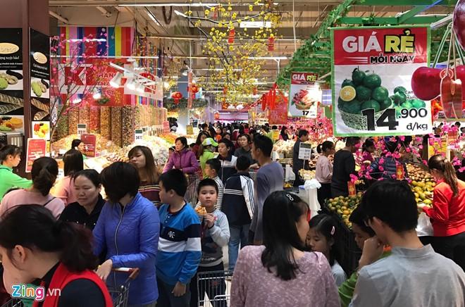 Đổ xô sắm Tết ngày cuối kỳ nghỉ lễ ở Sài Gòn, Hà Nội - Ảnh 11.