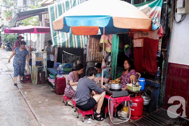 Chuyện cô Ba Sài Gòn có nụ cười giòn tan: Bán phá lấu 28 năm, nuôi 7 miệng ăn và mua nhà 3 tỷ - ảnh 11