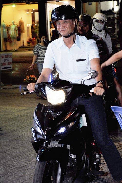 Sau sự hào nhoáng bên ngoài của showbiz, vẫn có những sao Việt giản dị đi xe máy, ăn mì tôm giản dị - ảnh 11