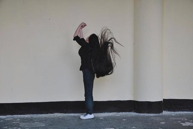 Cô gái Sài Gòn nuôi tóc dài 2m kiếm tiền triệu nhờ clip khoe tóc trên Youtube - Ảnh 11.