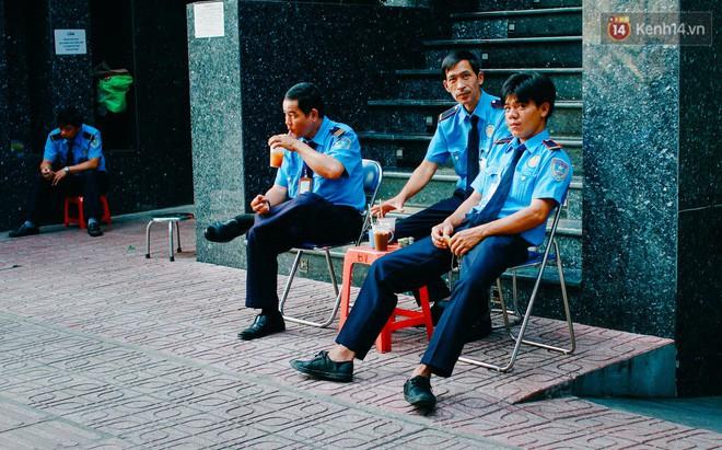 Chùm ảnh: Người Sài Gòn và thói quen uống cafe cóc từ lúc mặt trời chưa ló dạng cho đến chiều tà - Ảnh 11.