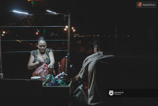 Xe hàng rong 25 năm và một tổ ấm đơn sơ của anh gù nhà thờ Đức Bà Sài Gòn - Ảnh 12.