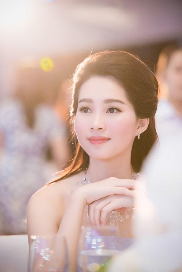 3 hoa hậu Việt sở hữu góc mặt 3/4 đẹp thần thánh - Ảnh 12.