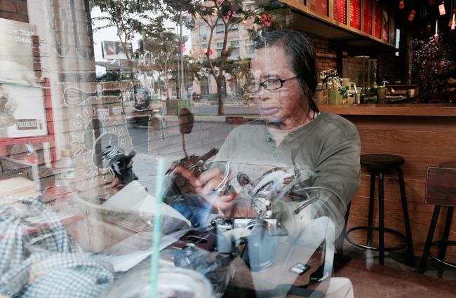 Chuyện của nhiếp ảnh gia 60 tuổi ở Sài Gòn được tái sinh sau 17 ca phẫu thuật vì bỏng lửa - Ảnh 12.