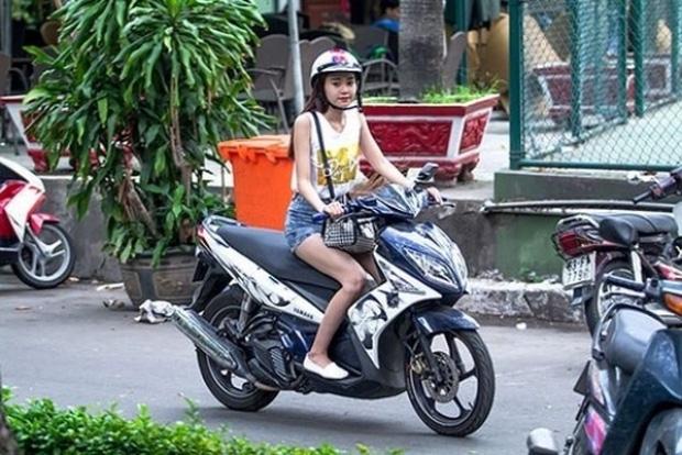 Sau sự hào nhoáng bên ngoài của showbiz, vẫn có những sao Việt giản dị đi xe máy, ăn mì tôm giản dị - ảnh 12