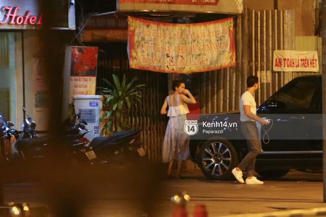 Hà Hồ - Kim Lý lại dính như sam, thân mật ngoài phố và cùng nhau về nhà lúc nửa đêm - Ảnh 12.