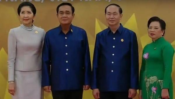 Áo tơ tằm Tổng thống Trump và lãnh đạo APEC mặc dự tiệc có gì đặc biệt - Ảnh 12.