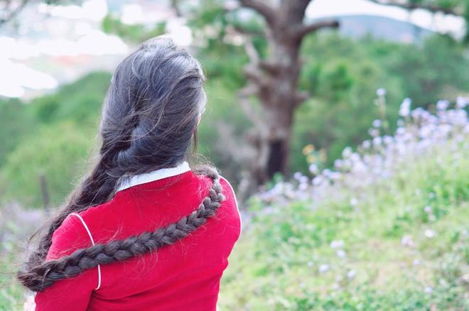 Cô gái Sài Gòn nuôi tóc dài 2m kiếm tiền triệu nhờ clip khoe tóc trên Youtube - Ảnh 12.