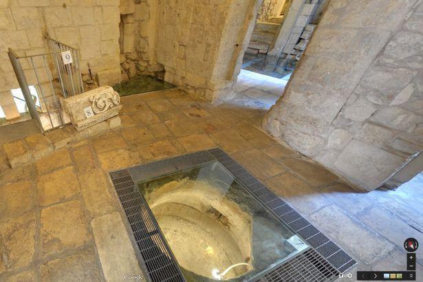 Sửa nhà vệ sinh cũ, người đàn ông phát hiện cả một kho tàng lịch sử vô giá từ hàng thế kỷ trước - Ảnh 12.