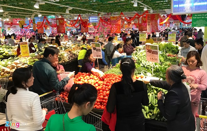 Đổ xô sắm Tết ngày cuối kỳ nghỉ lễ ở Sài Gòn, Hà Nội - Ảnh 13.