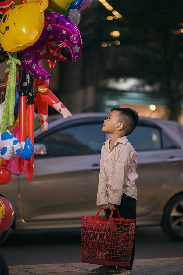 Sự thật bất ngờ về cậu bé đánh giày đang gây bão cộng đồng mạng - Ảnh 13.
