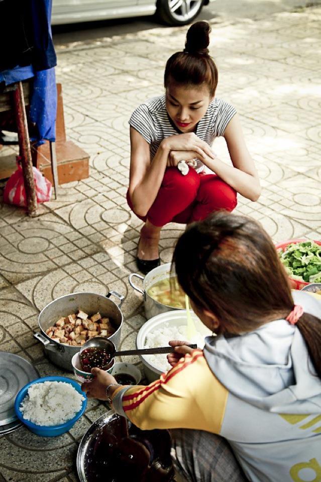 Những bữa ăn đạm bạc và tạm bợ của siêu mẫu Thanh Hằng sau hào quang - Ảnh 13.
